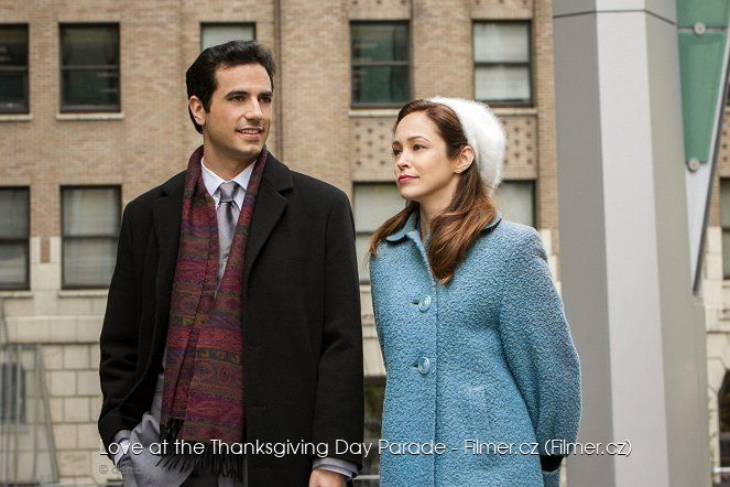Love at the Thanksgiving Day Parade download