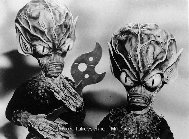 Invasion of the Saucer Men online
