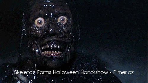 Skeleton Farms Halloween Horrorshow online