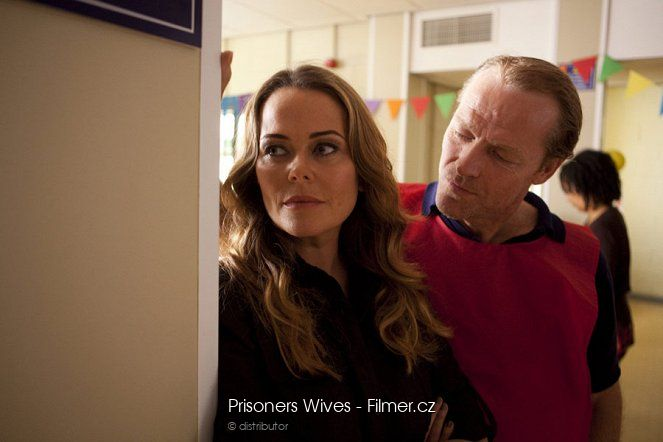 Prisoners Wives online