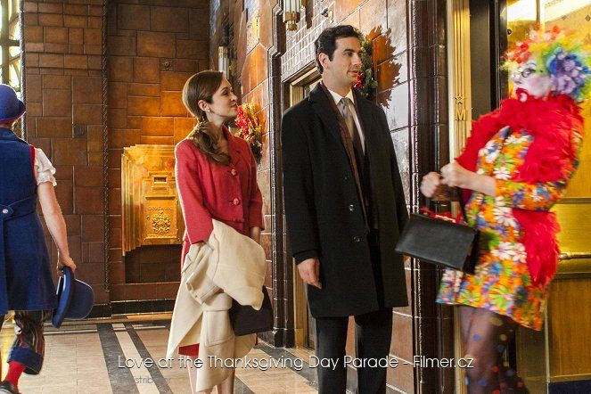 Love at the Thanksgiving Day Parade online