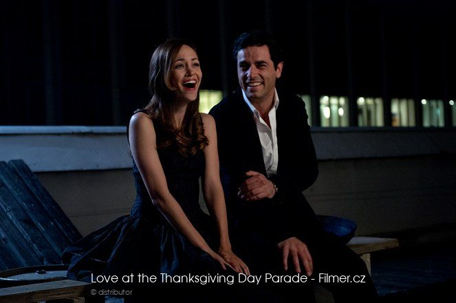 Love at the Thanksgiving Day Parade ke stažení