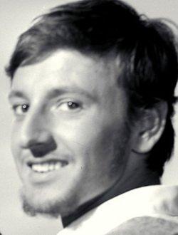László Tahi Tóth